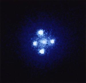 Изображение света квазара рядом с чёрной дырой