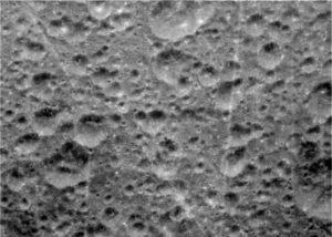 Поверхность спутника Диона