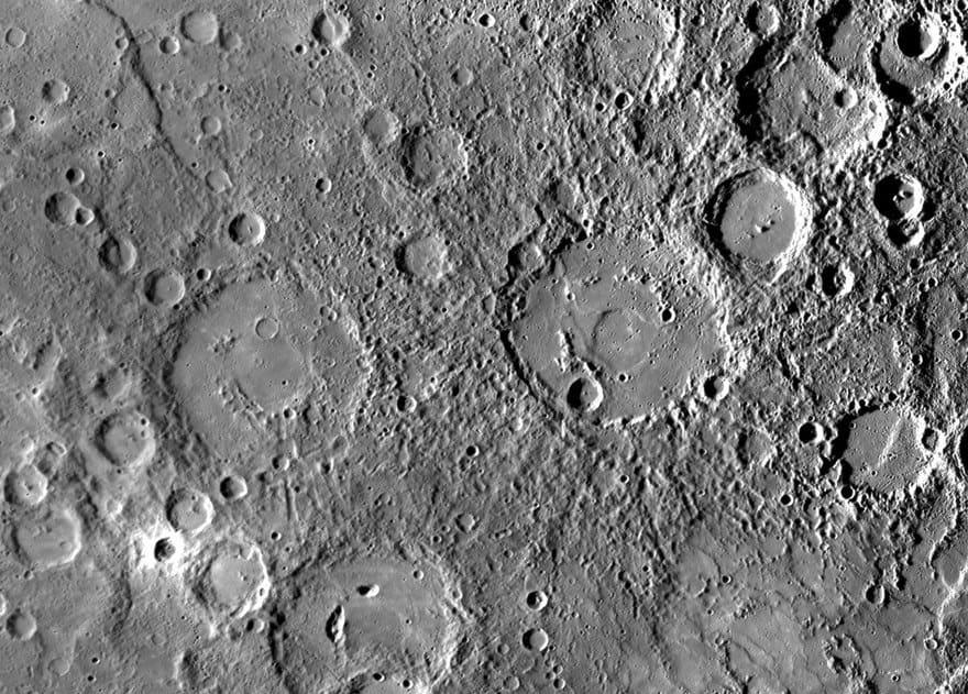 Холмистая поверхность Меркурия.