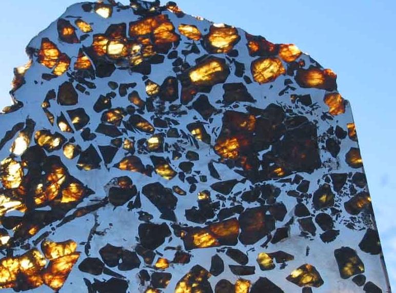 Каменно-железный метеорит палассит